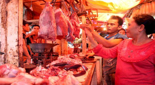 \Turunkan Harga Daging Sapi, Bulog Gelar Operasi Pasar\