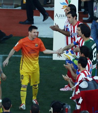 Messi mendapat sambutan jelang laga vs Atletico (Foto: Reuters)