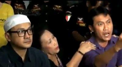 Arya Wiguna saat meluapkan emosi pada Eyang Subur (Foto: YouTube)