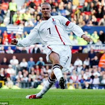 Momen kala David Beckham menjebol gawang Yunani di Old Trafford/Ist