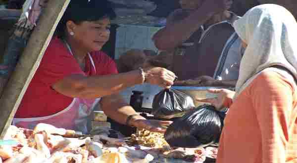 \Jelang Lebaran, Daging Sapi & Ayam Berlomba Naik\