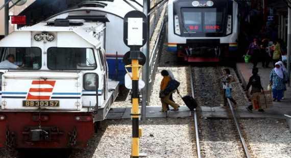 \PT KAI Turunkan Harga Tiket Kereta Ekonomi hingga 50%\