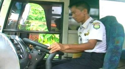 Petugas Dishub cek bus mudik (Ilustrasi, Dok: Sindo TV)