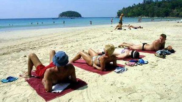 Ups! Turis Jerman Paling Hobi Berbugil Ria di Pantai