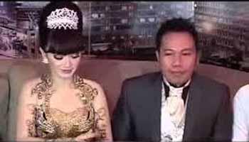 Vicky Prasetyo saat berbicara dengan gaya intelek (foto: Youtube)