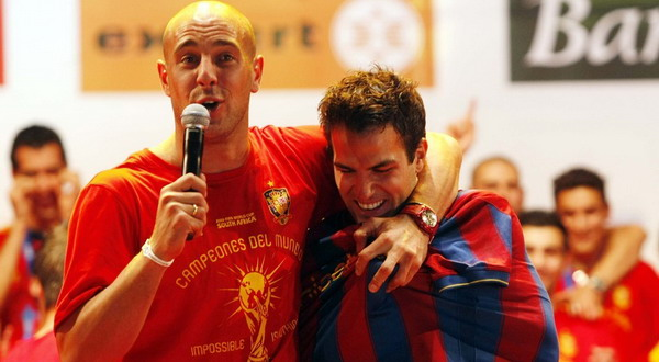 Pepe Reina dan Cesc Fabregas saat merayakan gelar juara dunia Spanyol / diariofemenino