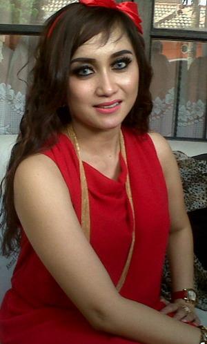 Tubuh Montok, Istri Ahmad Fathanah Demen Dress Ketat