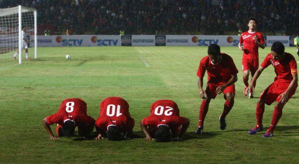 Pemain tim nasional Indonesia U-19 merayakan gol. (Foto: SINDO)
