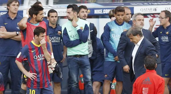 Ekspresi Lionel Messi dan Gerardo Martino cukup menggambarkan bagaimana Barcelona musim ini (Foto: REUTERS)