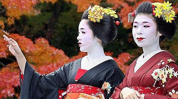 Geisha Siap Hibur Wisata di Jepang