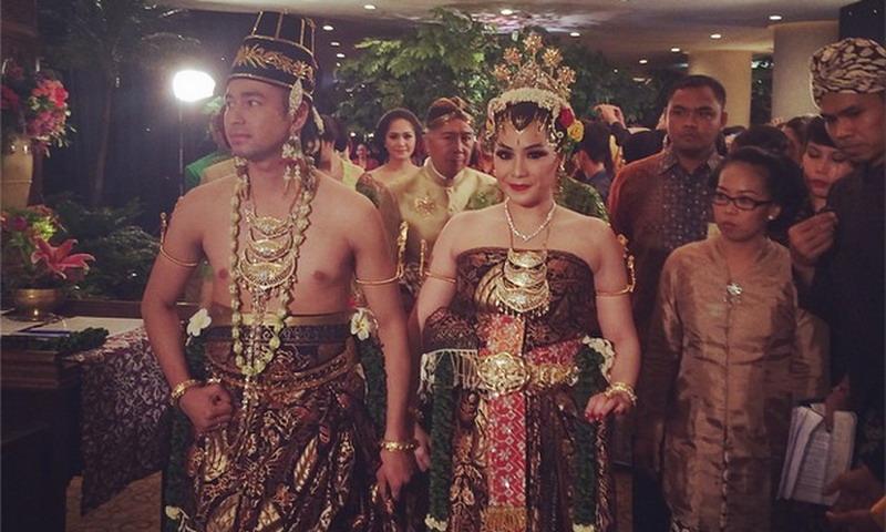 RESEPSI MEWAH PERNIKAHAN RAFFI AHMAD-NAGITA SLAVINA, DIHADIRI ARTIS & PEJABAT INDONESIA DIHIBUR MUSISI TANAH AIR