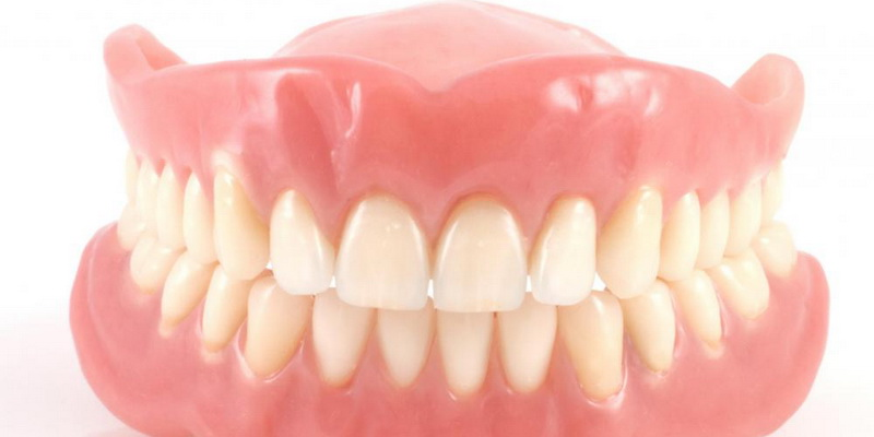 Mengenal Jenis-Jenis Gigi Palsu