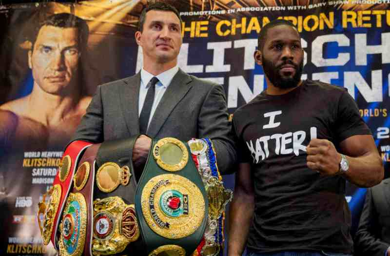 Volodymyr Volodymyrovych Klychko (kiri) akan mempertaruhkan gelarnya melawan Bryant Jennings (Foto: Brendan McDermod/REUTERS)