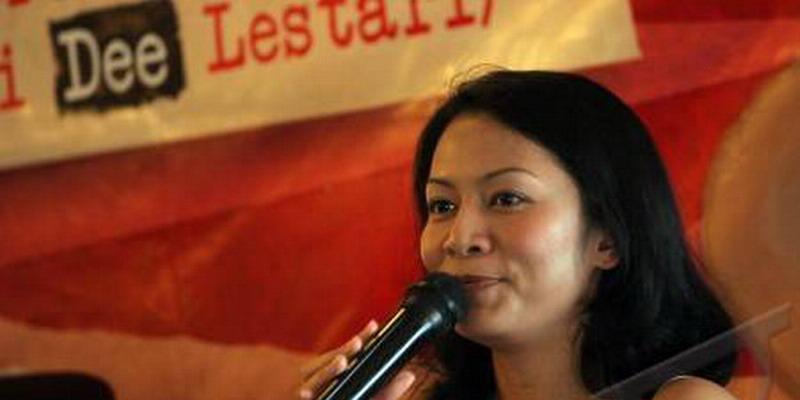 Rahasiakan Single, Dewi Lestari Siap Kembali Bernyanyi