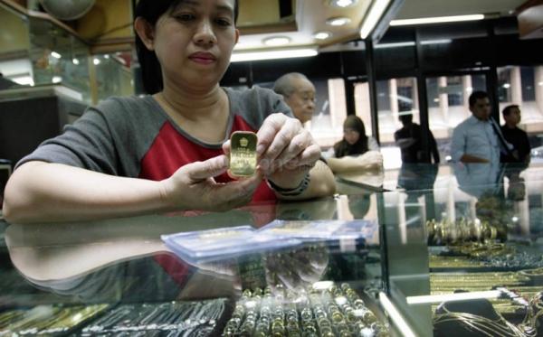 Emas Global Ambil Untung dari Pelemahan Dolar AS