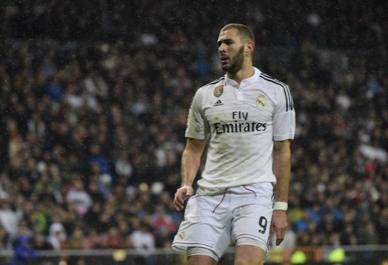 Madrid siap jual pemain bintangnya, Benzema. (Foto: AFP)