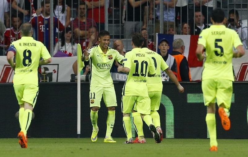 Para pemain Barcelona merayakan final kedelapan mereka di Liga Champions (foto: Reuters)
