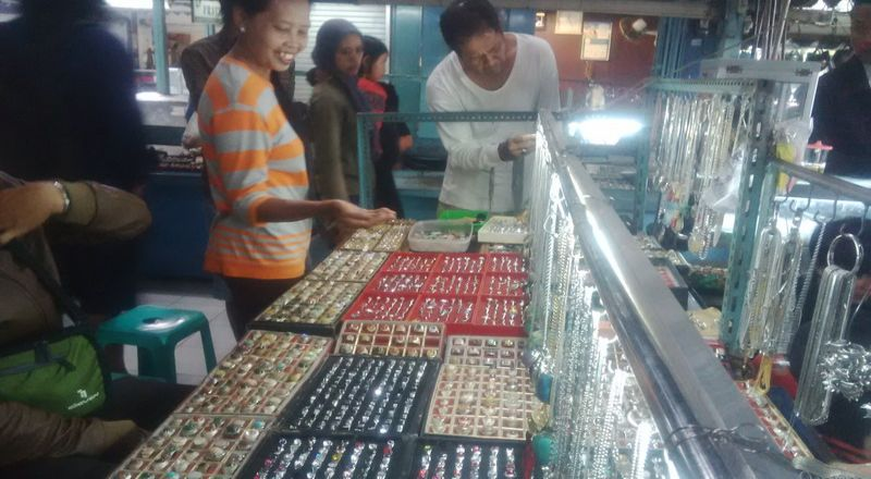 \Demam Batu Akik Buat Penjualan Emas Meningkat\