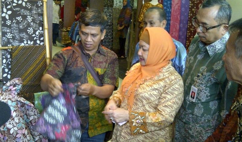 \Lebaran, Omzet Pedagang Batik Naik 400%