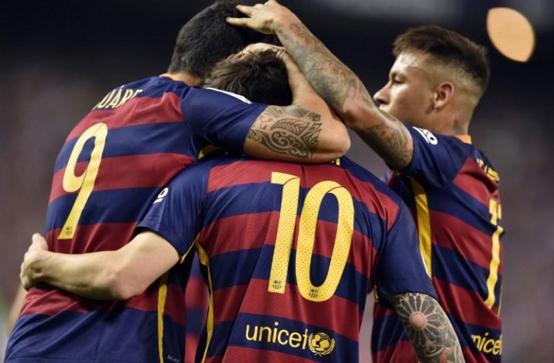 Trio MSN berselebrasi usai membobol gawang Atletico (Foto: AFP)
