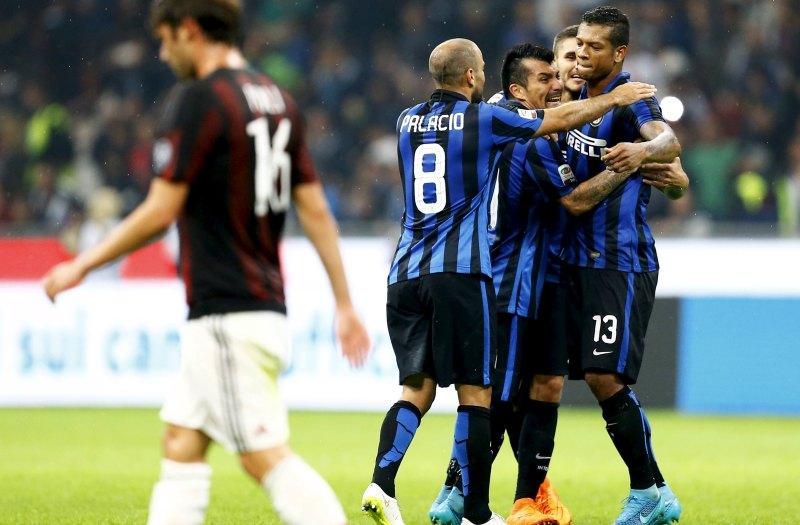 Para skuad Inter merayakan kemenangan atas Milan (Foto: REUTERS)