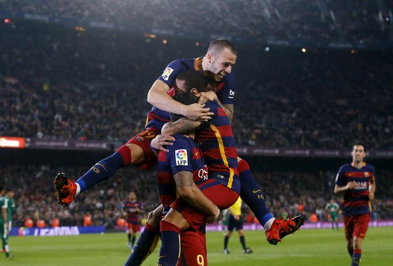 Barcelona membekuk Eibar dengan skor 3-1.