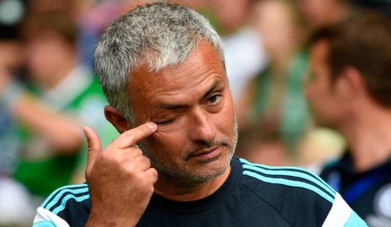Mourinho enggan berkomentar usai Chelsea dipermalukan Liverpool.