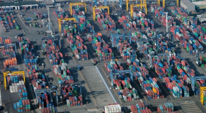\Lambatnya Ekspor Nasional akibat Melambatnya Ekonomi China\