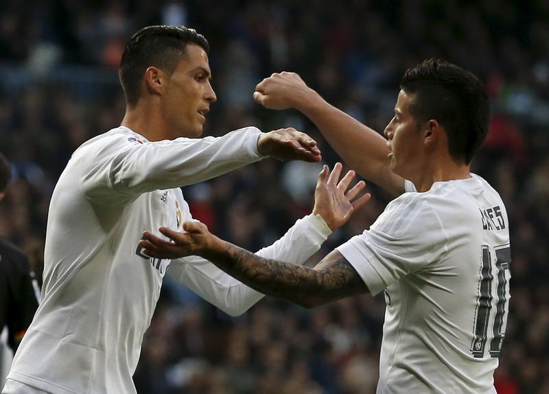 James (kanan) segera perpanjang kontrak bersama Madrid. (Foto: REUTERS/Sergio Perez)