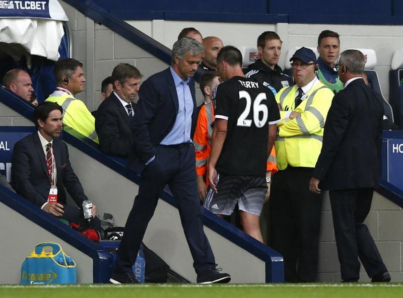Mou tak dipercaya pemain Chelsea. (Foto: AFP/Justin Tallis)
