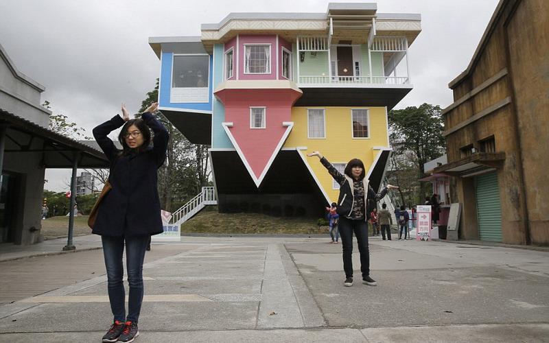 Intip Keunikan Wisata Rumah Terbalik Di Taiwan