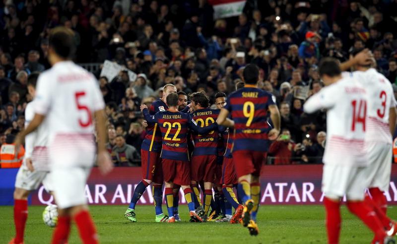 Barca menyamai rekor Madrid. (Foto: REUTERS/Albert Gea)