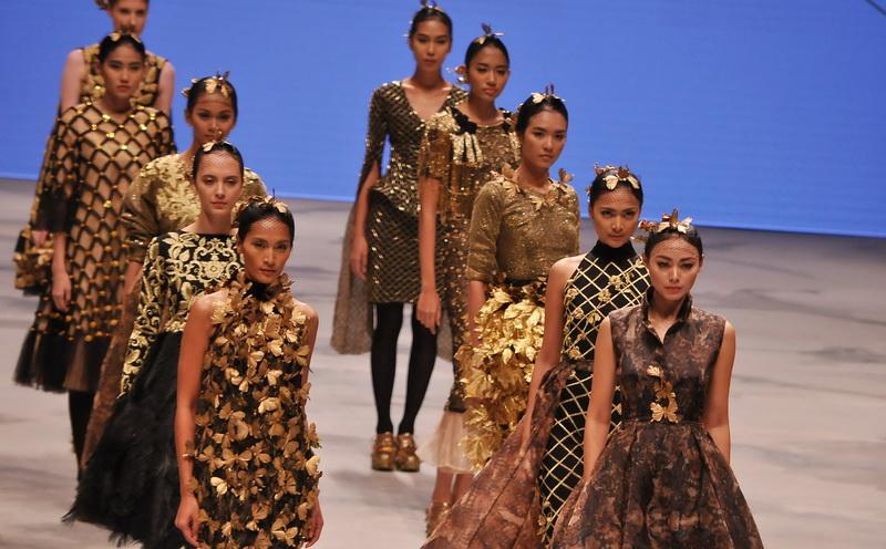 Marshanda Saat Tampil Dalam Indonesia Fashion Week 2016 Kamis 10 3