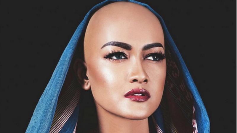 TERHEBOH: Penampilan Julia Perez Tanpa Rambut