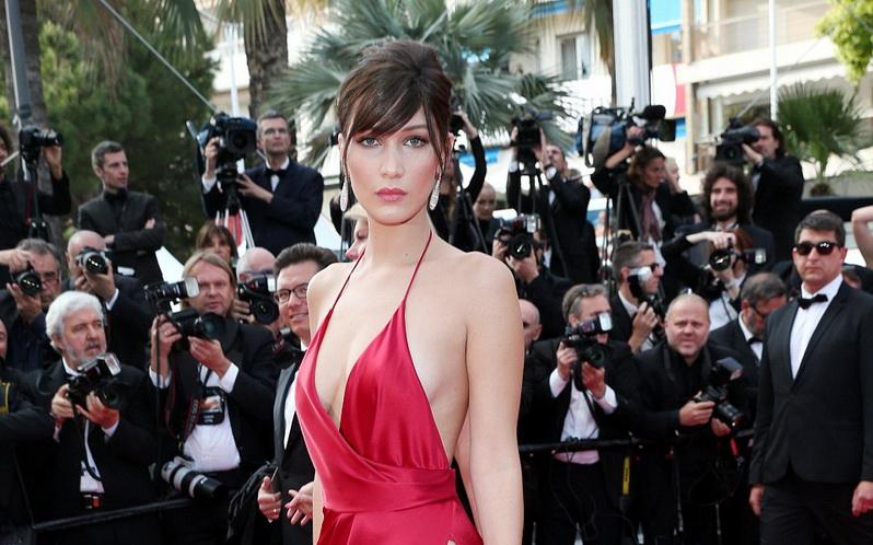 TOP FASHION 2: Bergaun Seksi di Cannes, Bella Hadid Tak Pakai Bra