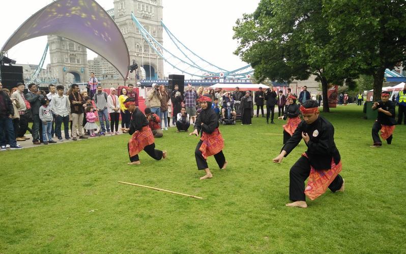 Aksi Pencak Silat di Indonesian Weekend, Turis London: Wow, Amazing!