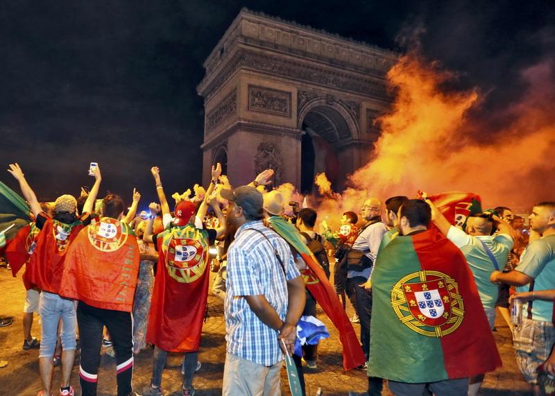 Penggemar Timnas Portugal ( Foto: Reuters )