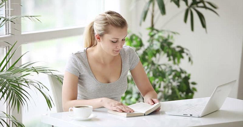 Memanjakan Hobi Membaca dengan Toko Buku Online