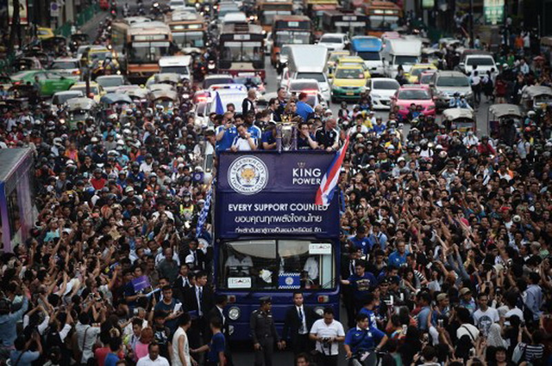 Fans Leicester akan buat keriuhan di Wembley. (Foto: AFP/Lillian Suwanrumpha)