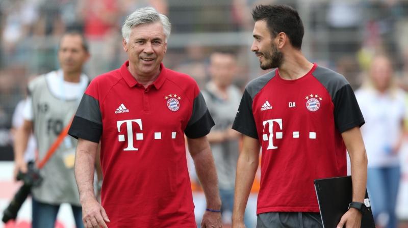 Carlo Ancelotti (kiri) dan Davide Ancelotti (Foto: AFP)