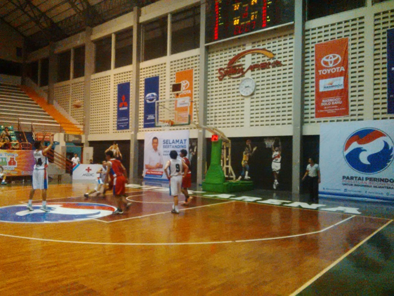 Kompetisi basket antar perusahaan. (foto:Okezone/Bramantyo)