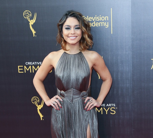 Vanessa Hudgens Tampil di Red Carpet Creative Arts Emmys Awards. (Foto: Getty Images)