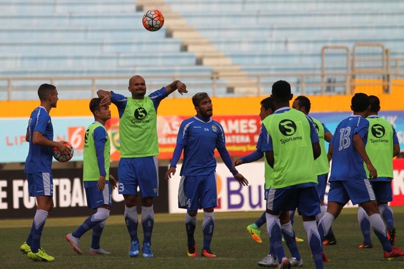 Bali United vs Persib tanpa gol di babak pertama. (Foto:Antara)