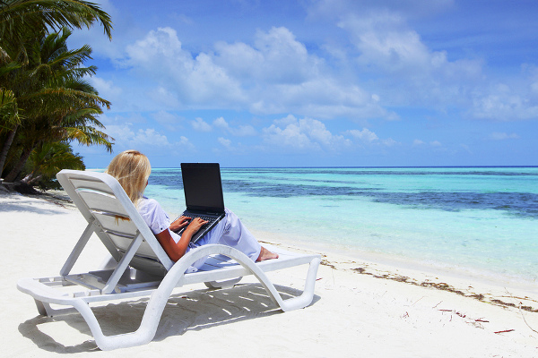 Working while traveling? There are a few jobs for you to enjoy both worlds.