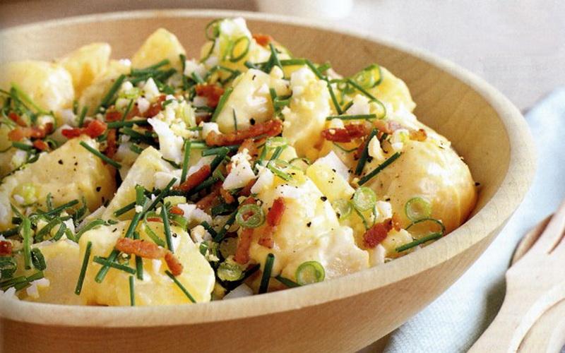 Sedang Diet, Yuk Puaskan Selera dengan Salad Kentang