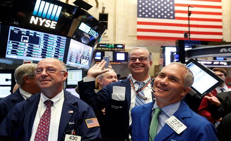 \Fed Rate Ditahan, Wall Street Ditutup Melonjak