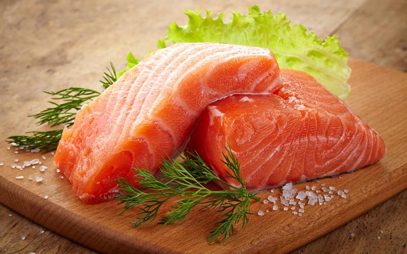 Anak Tak Suka Ikan Salmon, Begini Tipsnya!