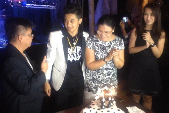 Bastian Rayakan Ultah Bersama Keluarga dan Direktur Utama Star Media Nusantara Lina Priscilla. (Foto: Adiyoga/Okezone)