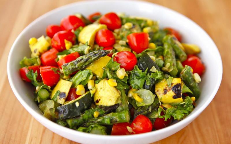 Bosan dengan Salad Segar? Yuk Bikin Salad Sayuran Panggang