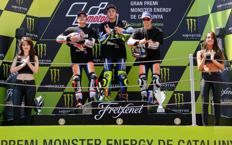 Valentino Rossi (tengah) (Foto: MotoGP.com)
